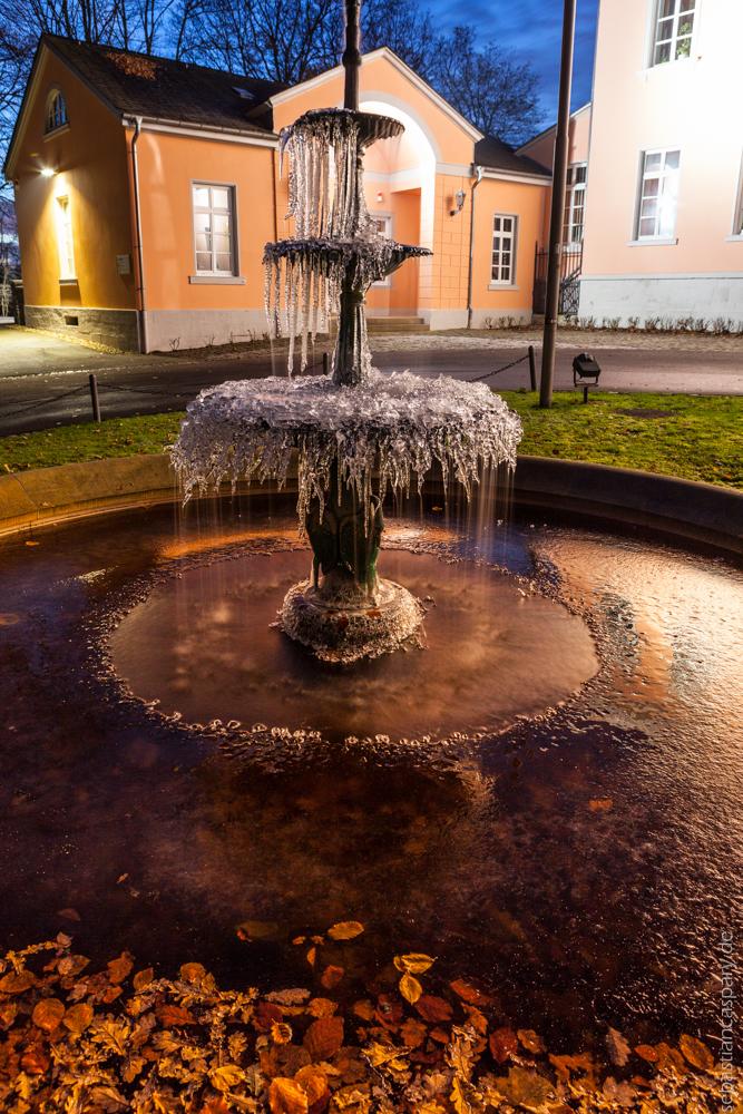 Brunnen am Abend 2